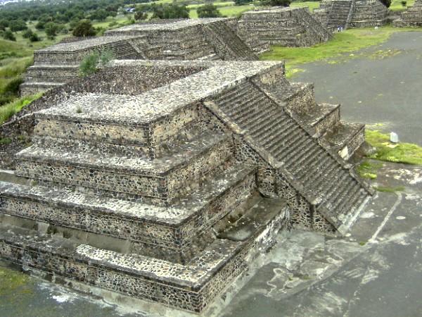petite-pyramide-teotihuacan