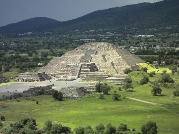 pyramide-de-la-lune